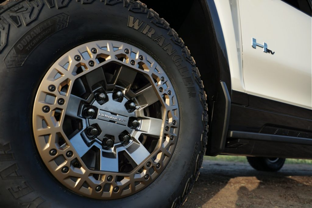 2022 GMC Hummer EV Pickup - Edition 1 - Exterior 100 - 22-inch accessory wheel with Bronze accents