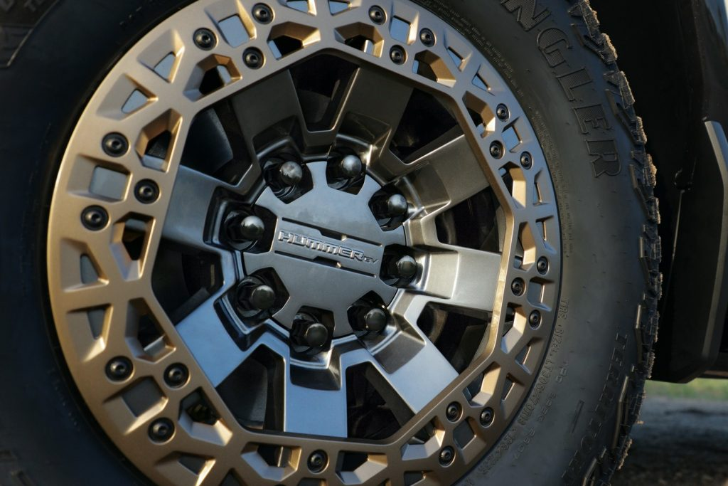 2022 GMC Hummer EV Pickup - Edition 1 - Exterior 101 - 22-inch accessory wheel with Bronze accents