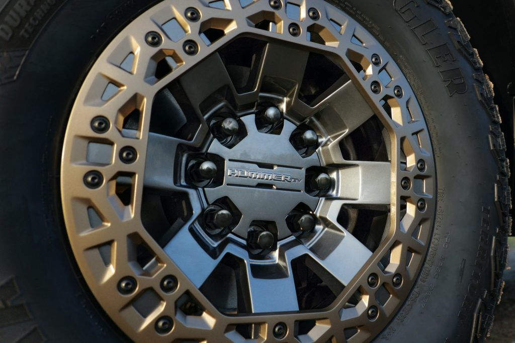 2022 GMC Hummer EV Pickup - Edition 1 - Exterior 102 - 22-inch accessory wheel with Bronze accents